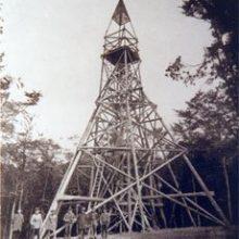 Holzpyramide von 1893